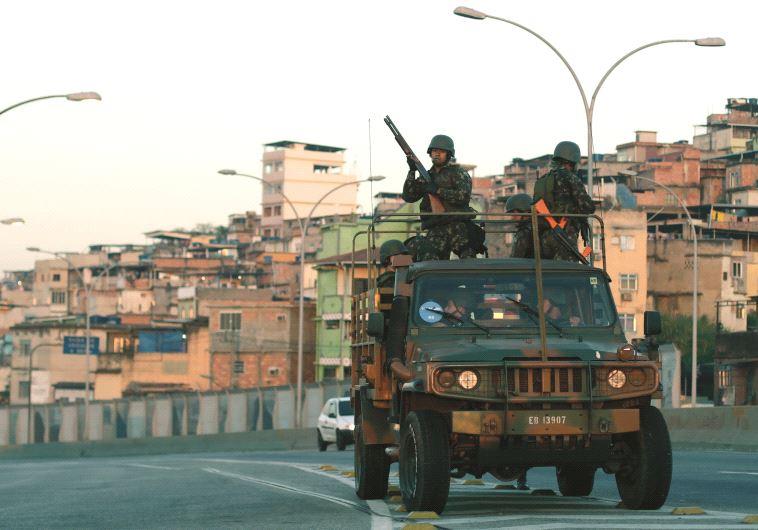 חיילים ברזיל פטרול ריו