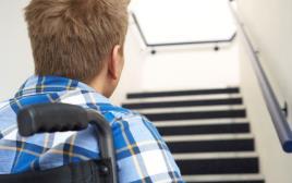 אדם בעל מוגבלות בכסא גלגלים