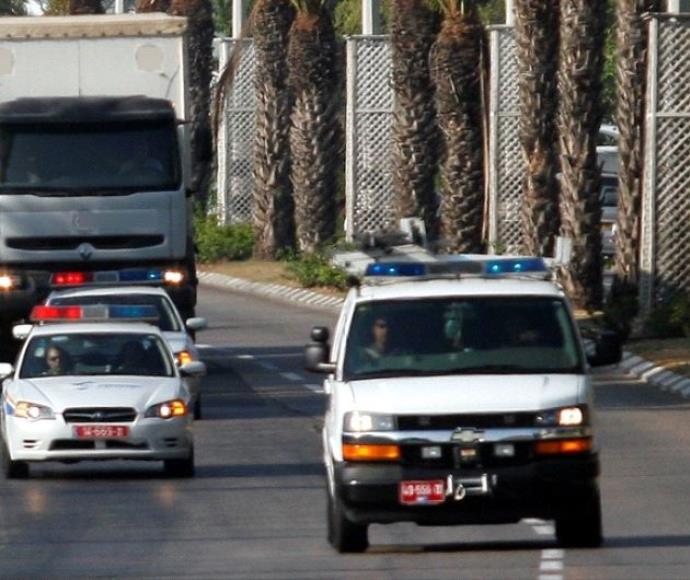 רכב משטרה ומשאית, ארכיון