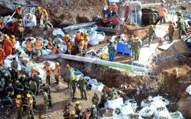 """עבודות החילוץ בחניון שקרס בת""""א"""