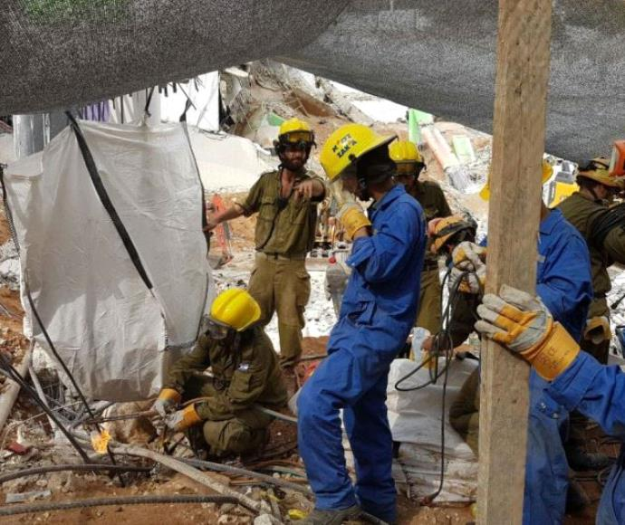 עבודות החילוץ בחניון שקרס