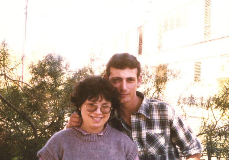 """אורית דורון ושמעון קופר. צילום: מתוך הספר """"לתפוס רוצח"""""""
