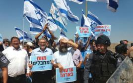 """""""עוצמה לישראל"""" בהפגנה מול בית המחבל מדיזנגוף"""
