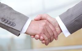 לחיצת יד ועד עובדים התאגדות
