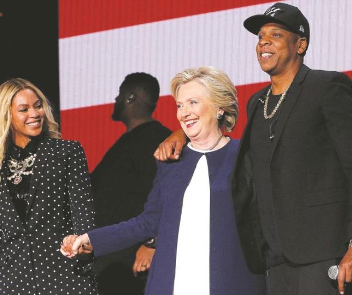המועמדת הדמוקרטית הילרי קלינטון עם ביונסה וג'י-זי
