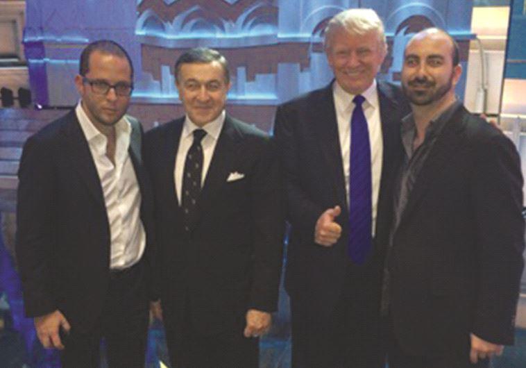 """מימין: ספיר, טראמפ, המיליארדר ארס אגלרוב ורוזן בטקס """"מיס יוניברס"""" במוסקבה"""