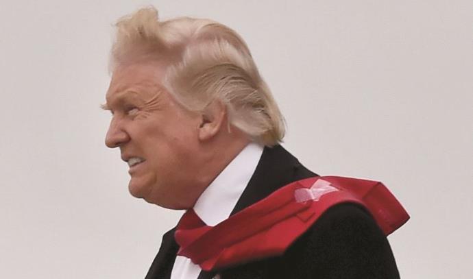 דונלד טראמפ והעניבה המעופפת