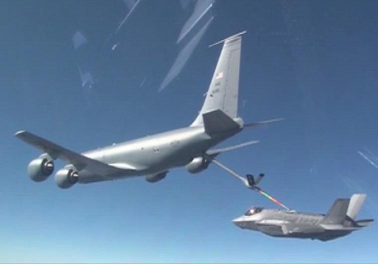 """מטוס החמקן בדרך לישראל. צילום: דובר צה""""ל"""
