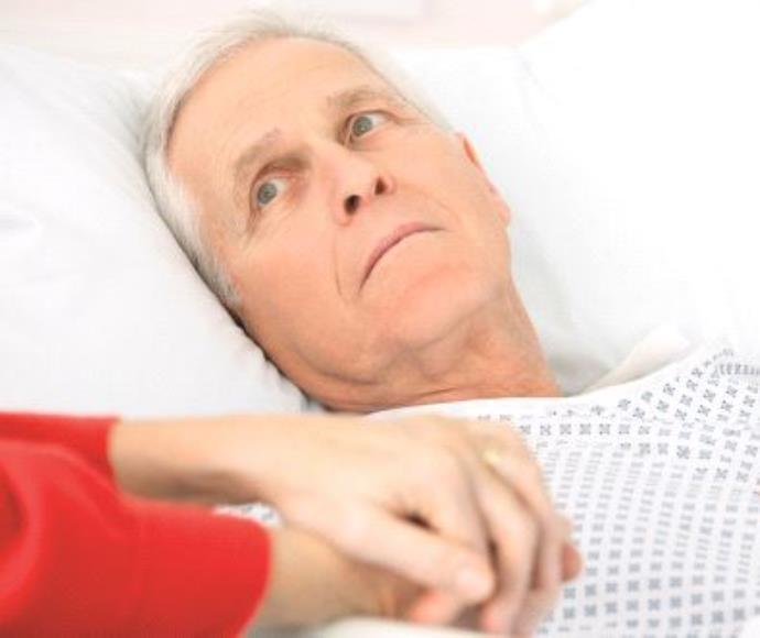 חולה שוכב במיטה