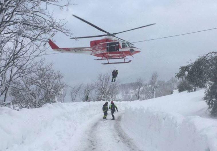 איטליה: חשש לחיי עשרות בני אדם במפולת שלגים