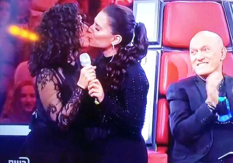 ריטה ומירי מסיקה מתנשקות בשידור