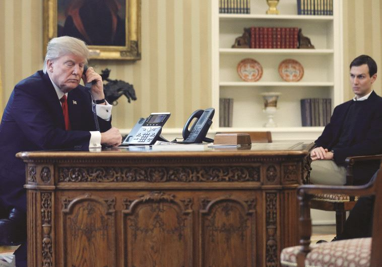 השיחה היחידה של נתניהו? דונלד טראמפ בטלפון בחדר הסגלגל. צילום: רויטרס