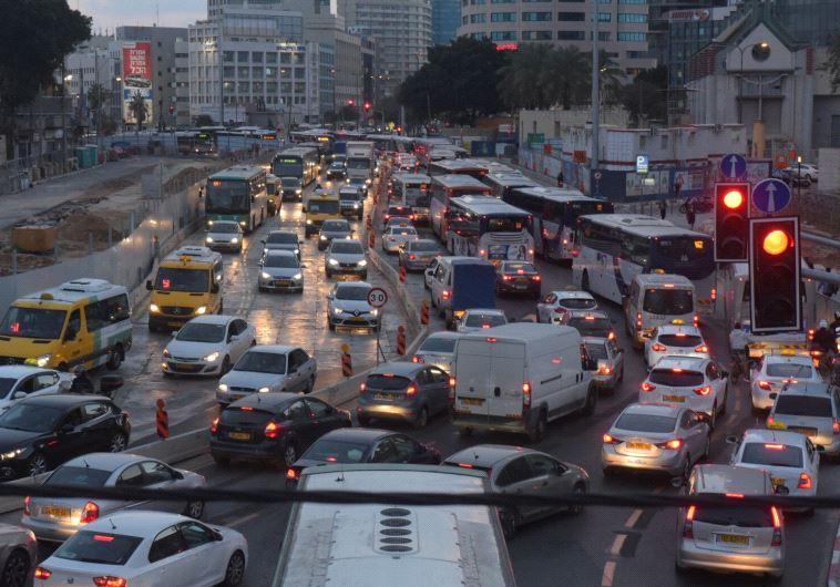 גוש דן עתיר התחבורה מוביל את האזורים המזוהמים. צילום: אבלשום ששוני