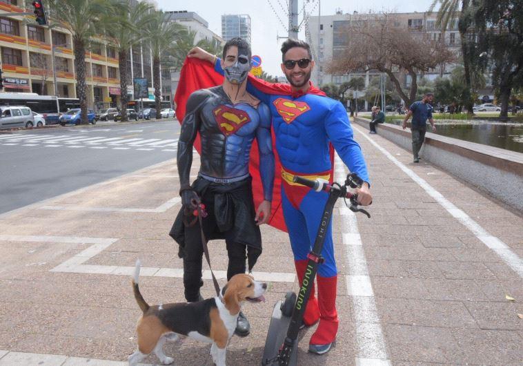 סופרמן הגיע לתל אביב. צילום: אבשלום ששוני