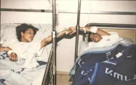 התאומות עופרי לאחר הפציעה, 1997