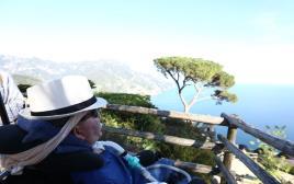 שי ראשוני מול הנוף באיטליה