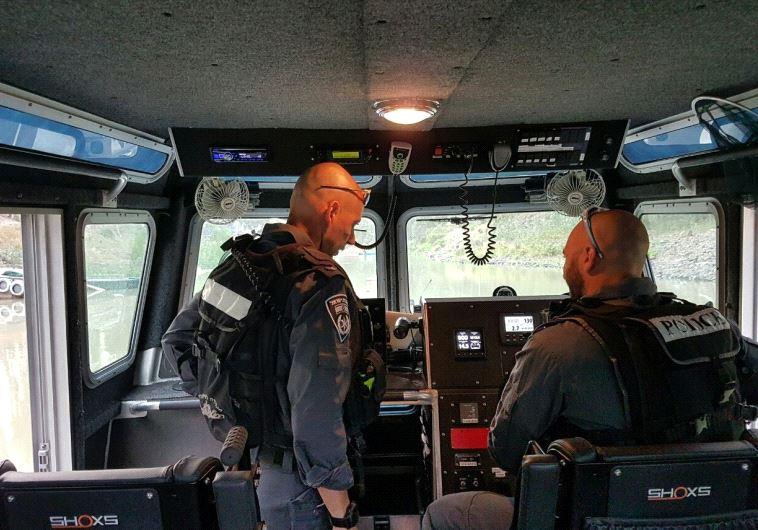 כוחות חיפוש בכנרת. צילום: דוברות המשטרה