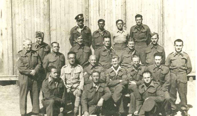 תמונה קבוצתית במחנה השבויים