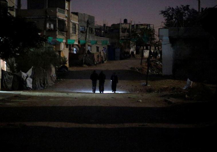 לסייע לפלסטינים? עזה ללא חשמל, צילום: רויטרס