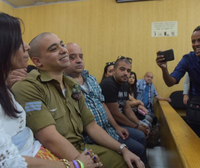 אלאור אזריה והוריו במהלך הערעור בבית הדין