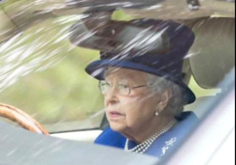 בגיל 91, המלכה פעילה ומלא תיים מתמיד. טוויטר