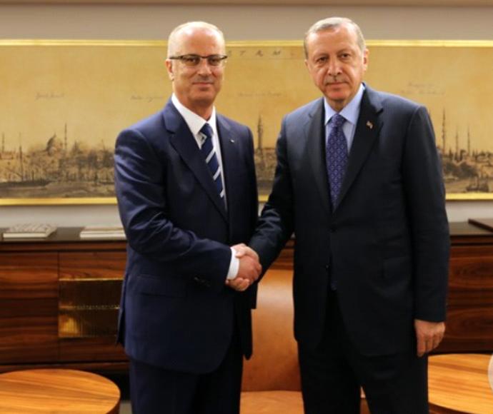 נשיא טורקיה ארדואן עם ראש הממשלה הפלסטיני חמדאללה