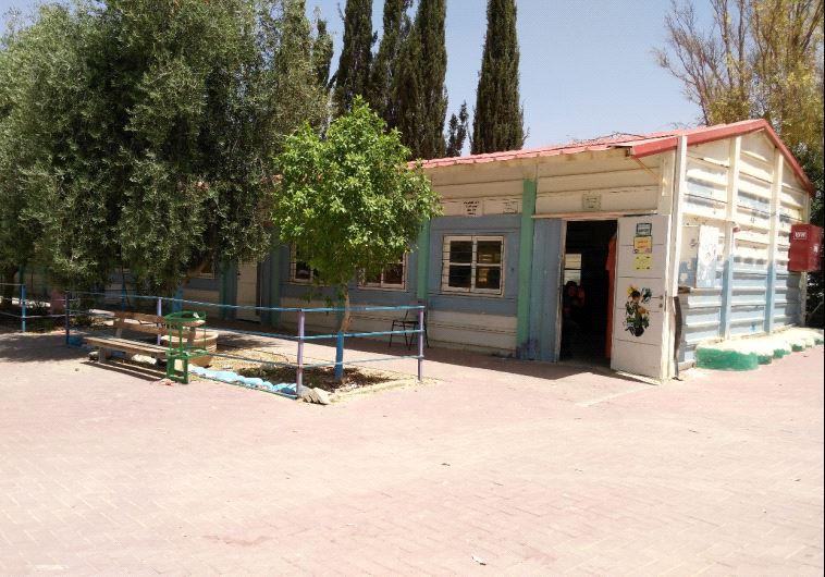 """מבנה בי""""ס בכפרים הלא מוכרים בנגב. צילום: עמותת סיכוי"""
