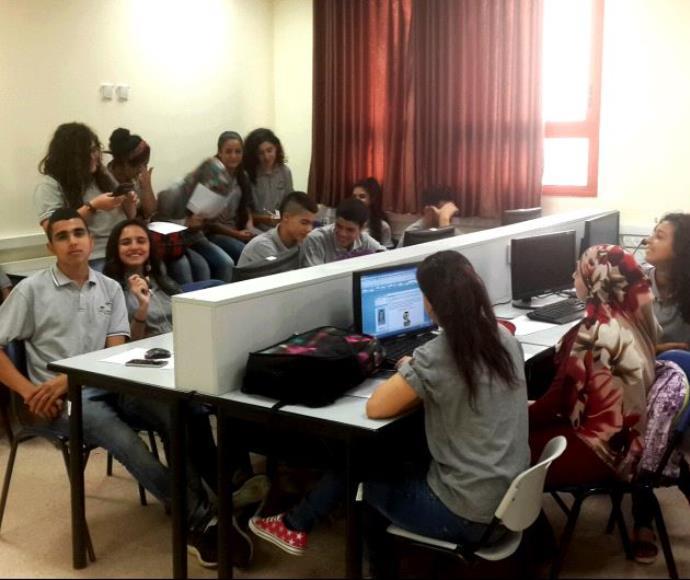 תלמידים בתוכנית כתיבת בלוגים לשיפור השפה האנגלית