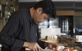 השף מסאקי סוגיסאקי ממסעדת דיינינגס