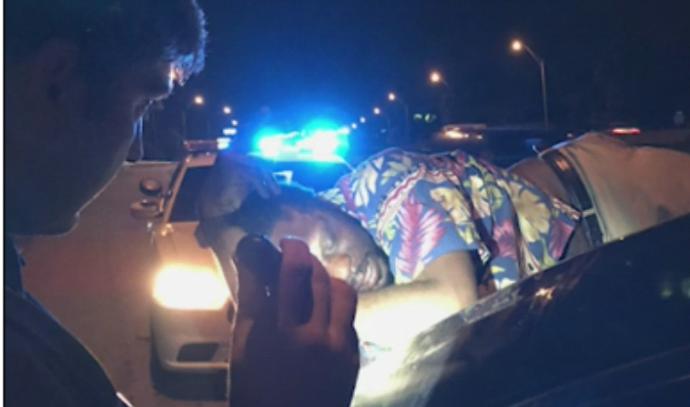 נעצרו כי נסעו עם גבר על הגג