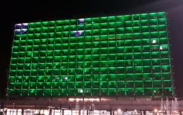 בניין עיריית תל אביב מואר בירוק
