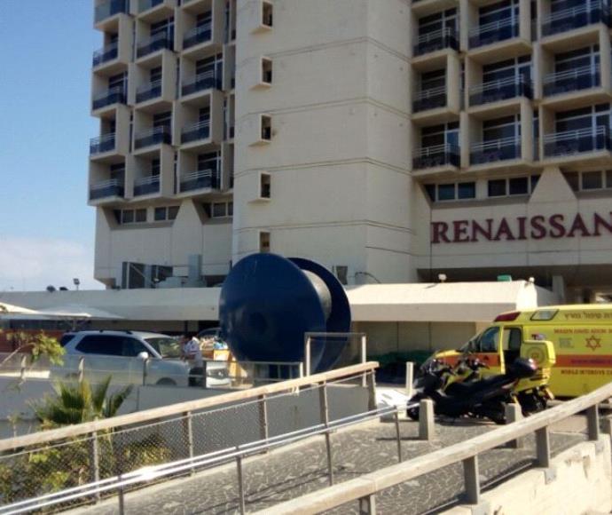 """מלון רנסנס בת""""א בו נמצאה גופת אשה"""