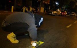מרססים נתיבי תחבורה ציבורית באמצע הלילה