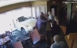 מגלה עתידות לא חזה שרכב יתנגש בו במסעדה