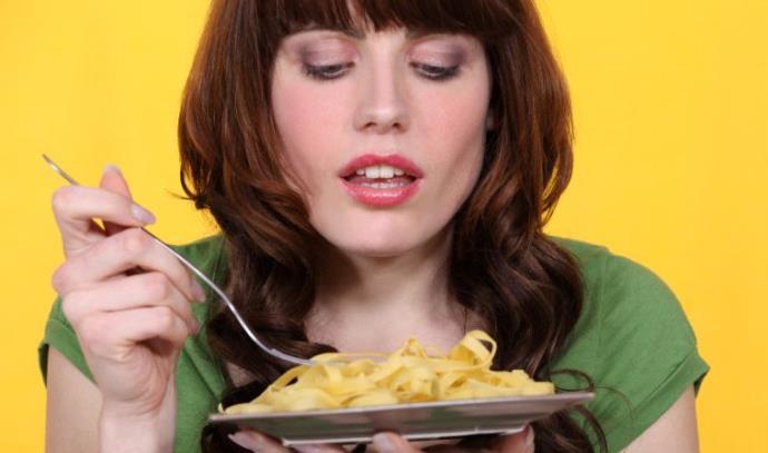אכילה מול המראה תגרום לאכול להיות טעים יותר