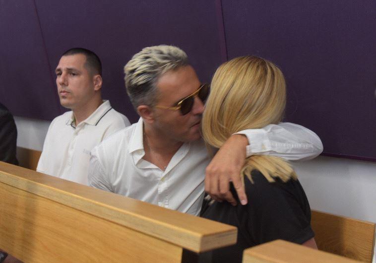 קובי פרץ ורעייתו על ספסל הנאשמים. צילום: אבשלום ששוני