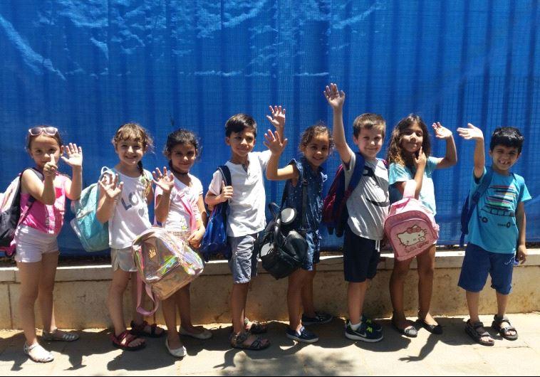 ילדי גן הילדים ספיר בקריית השרון בנתניה מתרגשים לקראת היציאה לחופש הגדול