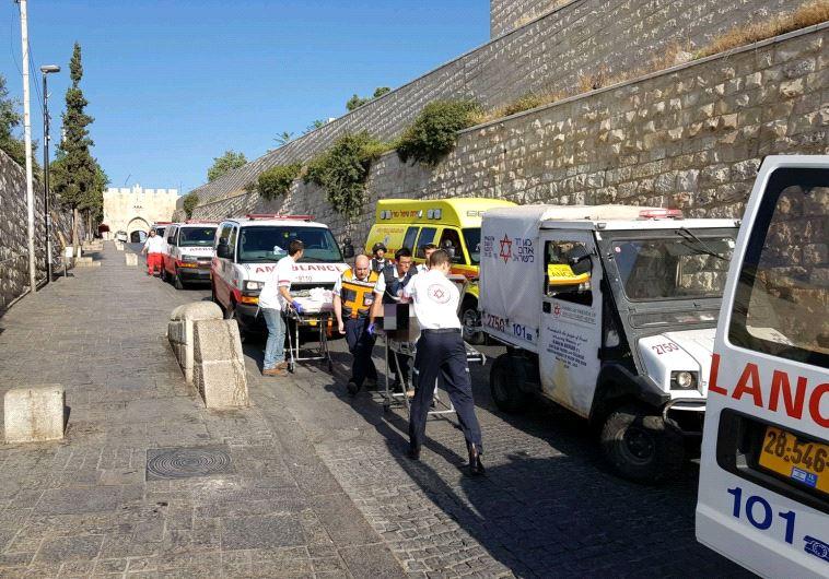 זירת הפיגוע במתחם הר הבית שהביא להצבת השערים. צילום: המשטרה