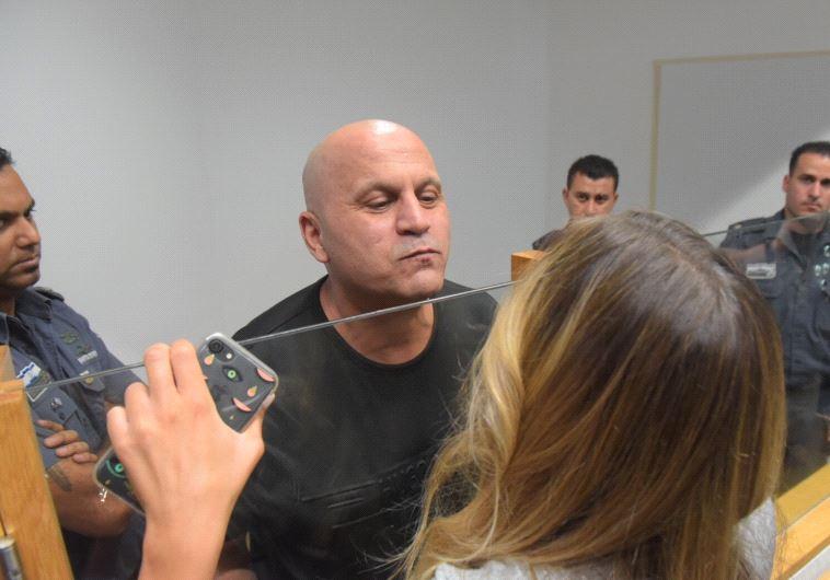 ריקו שירזי עם משפחתו בבית המשפט. צילום: אבשלום ששוני