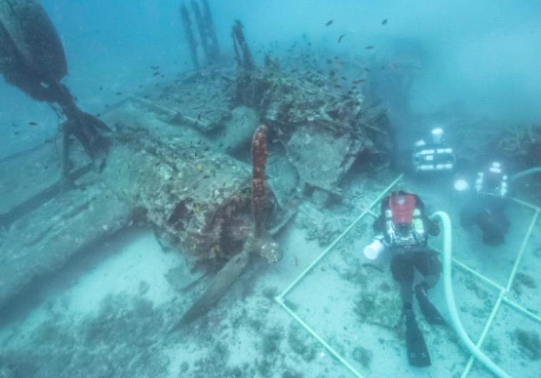 ארכיאולוגים תת-ימיים מבקרים בהריסות המטוס מול חופי קרואטיה