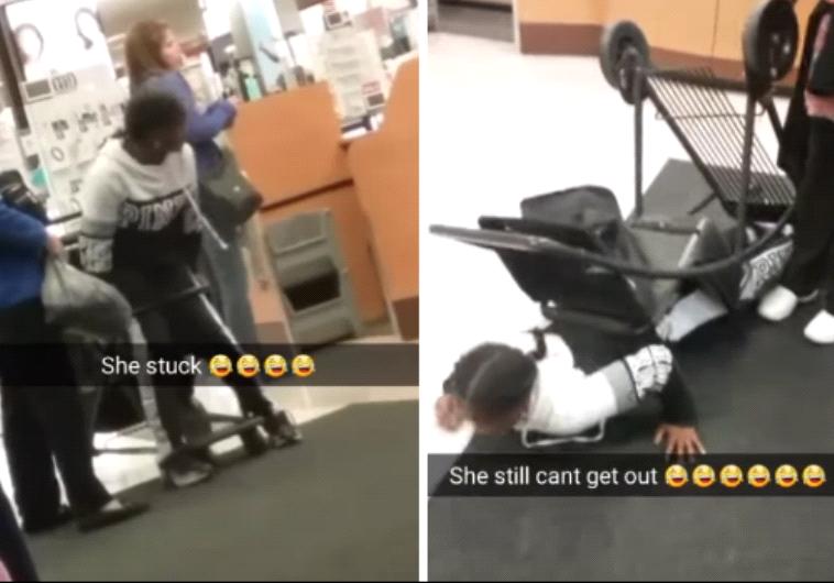 גאונות. נערה נתקעה בתוך עגלת קניות