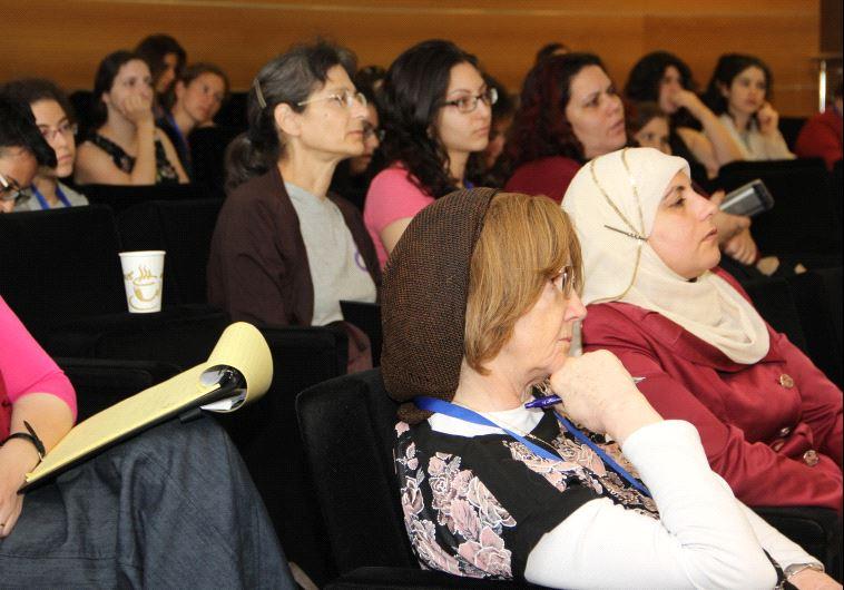 """""""כשנתקלים במישהי אז נשארים חברים שלה"""", מתוך הכנס השלישי לנשים במתמטיקה. צילום: דוברות האוני' העברית"""