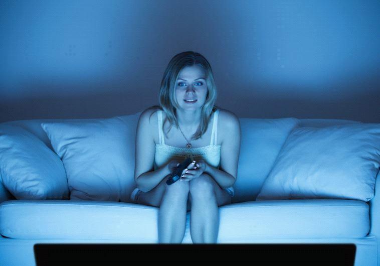 סקס? לא היום מותק, יש משהו מעניין בטלוויזיה. צילום: אינגאימג