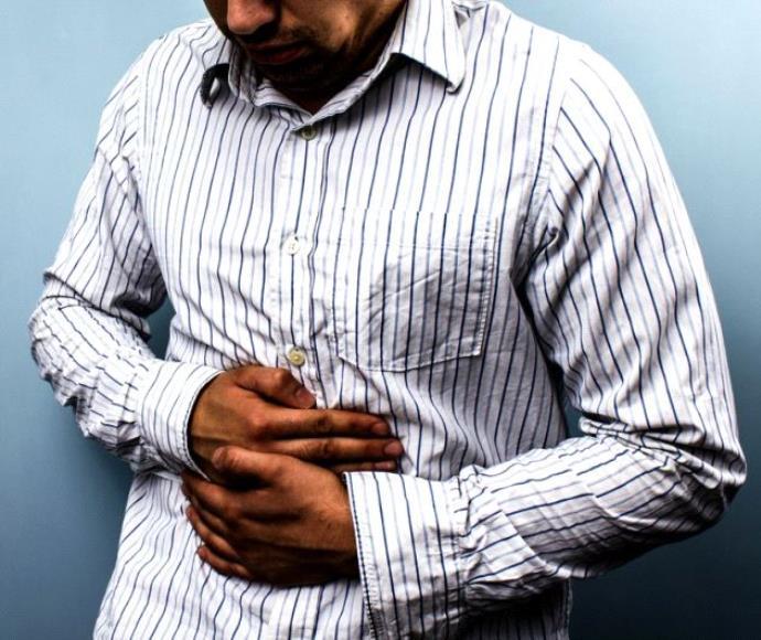 כאב בטן גבר