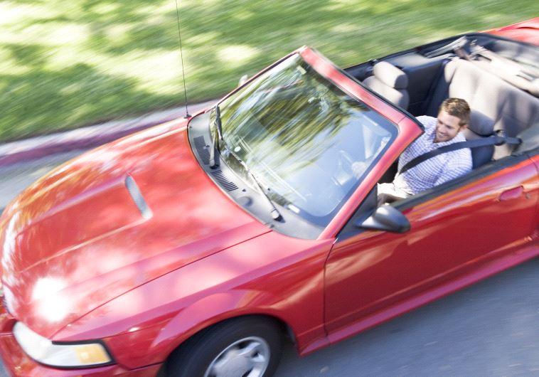 חלק מהגברים במשבר נטו להוציא סכומי ענק על מכוניות. צילום: אינגאימג
